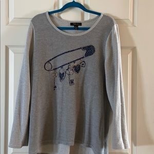 Cute gray sweater with decal.